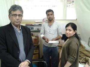 Dr Amita Mahajan, Apollo Hospital handing over medical assitance cheque
